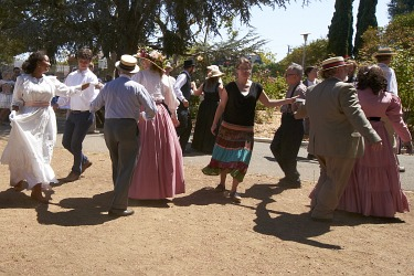 Picnic-Dancing2